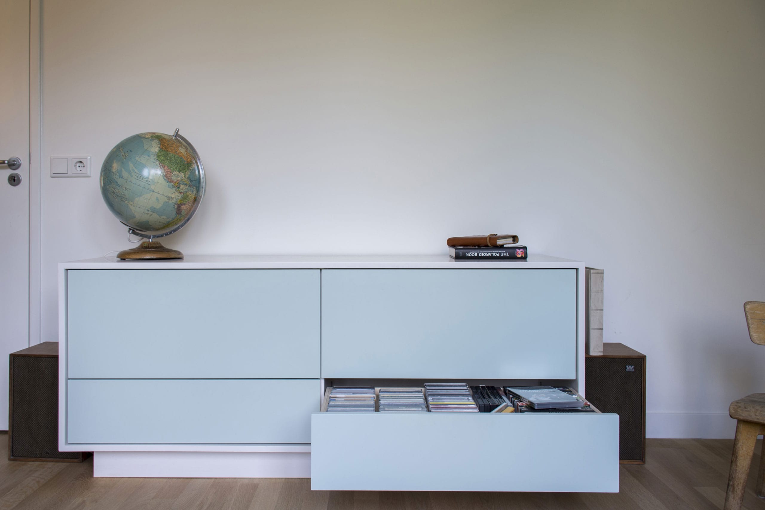 gespoten-dressoir-woonkamer-ontwerp-op-maat