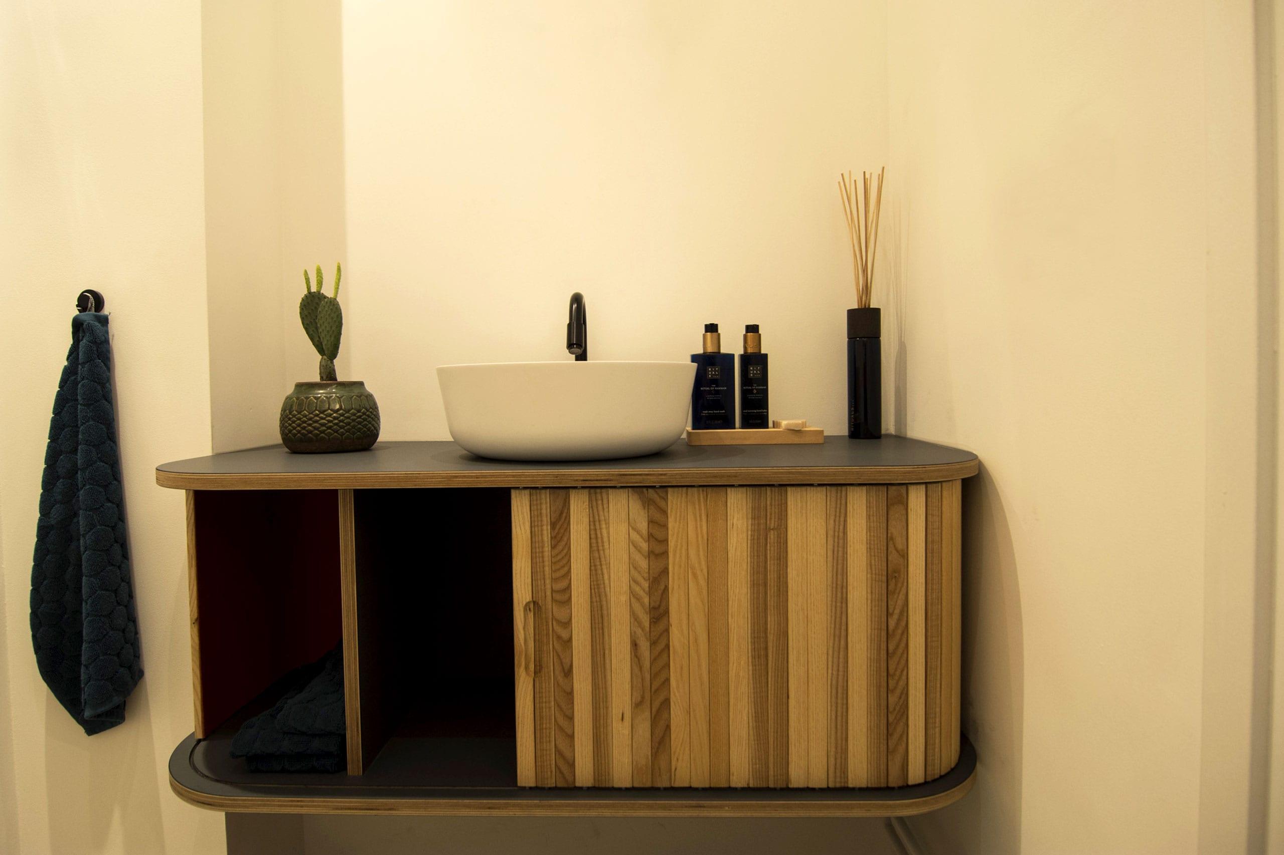houten-toilet-meubel-badkamer-op-maat-2