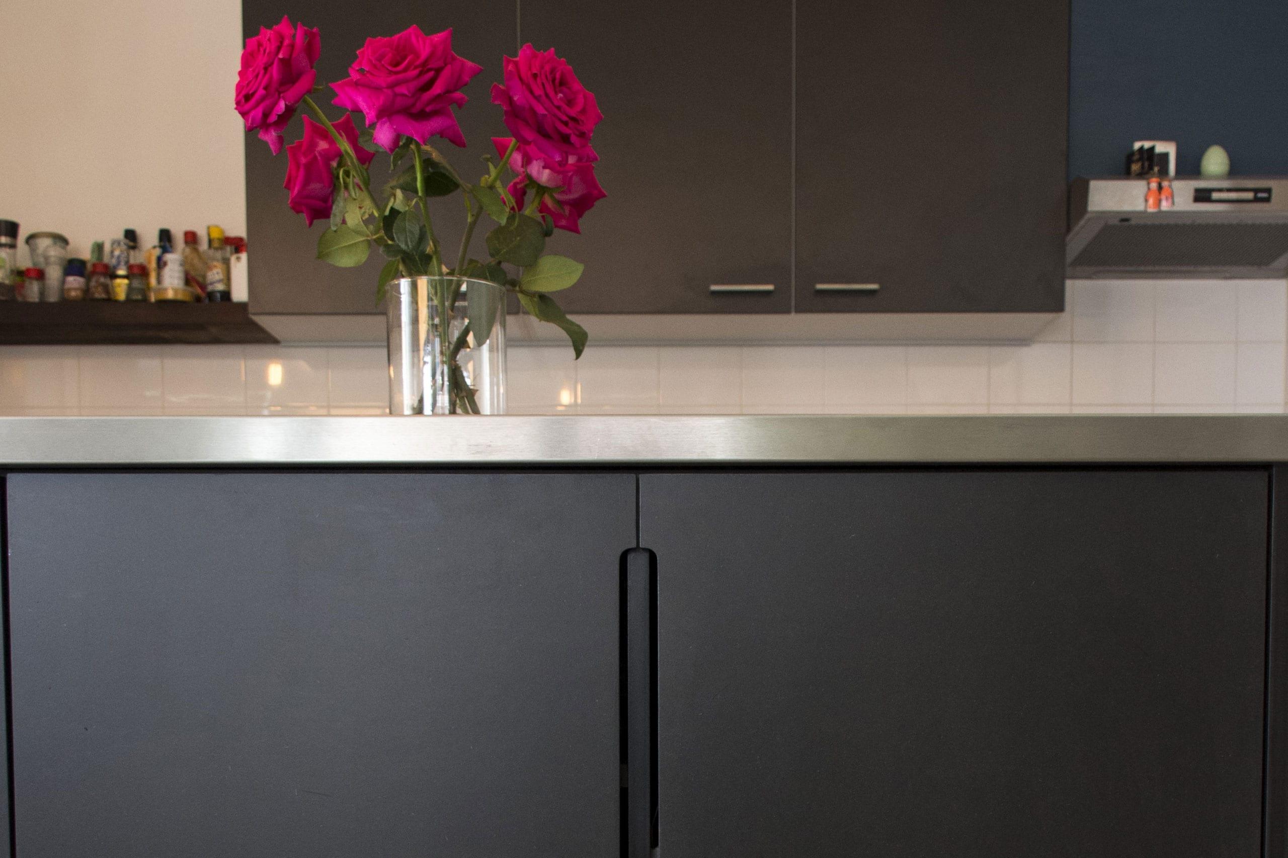 kookeiland-zwart-ontwerp-op-maat